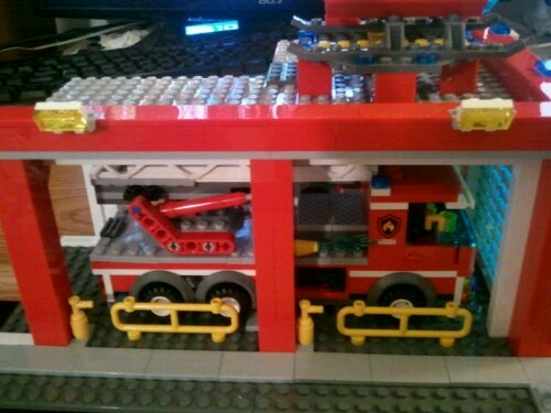 Lego 60004 side view heliport