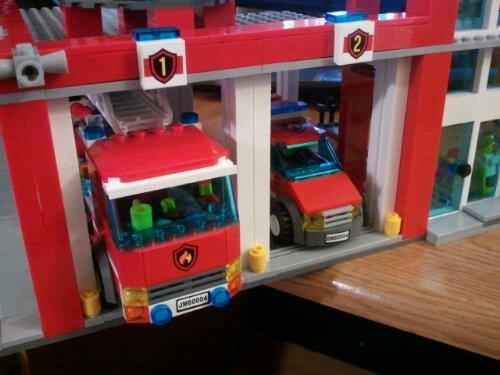 Lego 60004 garage open