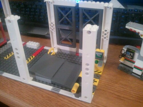 Lego 4207 Garage Entrance and Toll Gate